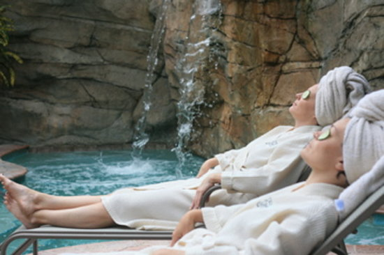 The Spa at Riverview : Relax by our pools with our cucumber eye treatment
