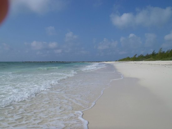 Seagrape Bed and Breakfast: Beautiful beach...pink sands