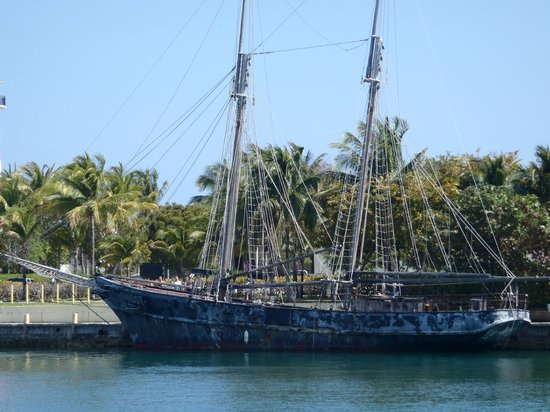 Seagrape Bed and Breakfast: The island known for it's debut of the Pirates of the Caribbean...the ship