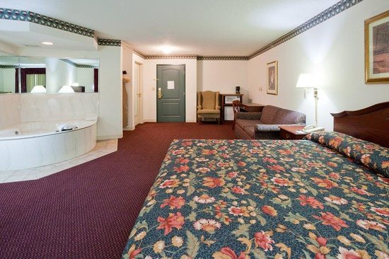 Quality Inn & Suites: Quality Inn&Suites EastTroy  Suite