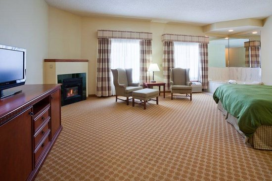 Quality Inn & Suites EastTroy  Suite
