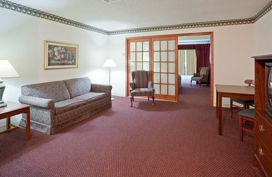 Quality Inn & Suites: Quality Inn &Suites EastTroy  Suite