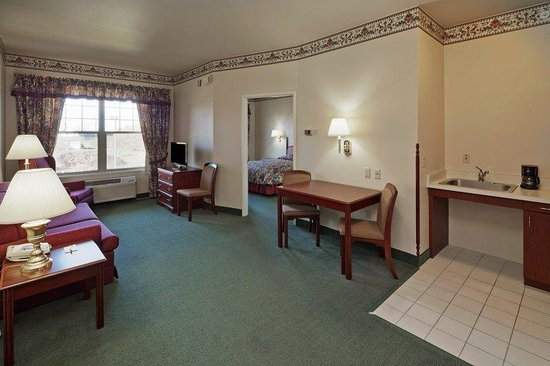 Country Inn & Suites By Carlson, Wausau: CountryInn&Suites Wausau Suites