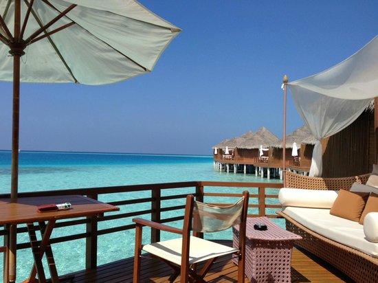 Baros Maldives: ウォーター・ヴィラのウッド・デッキ