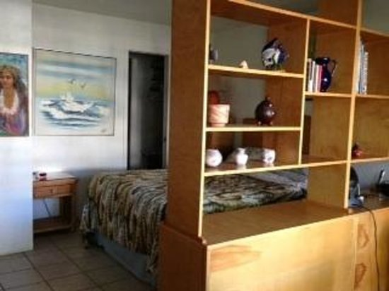 Prince Kuhio Condos: Clever Room Divider