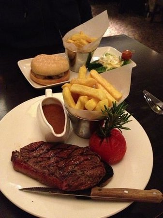 Best Western Garfield House Hotel : main meal burger and 8oz sirloin
