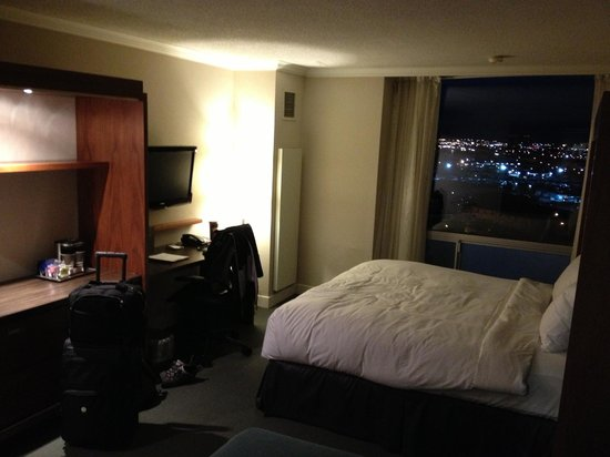 Hilton Toronto Airport & Suites: ROOM WITH VIEW