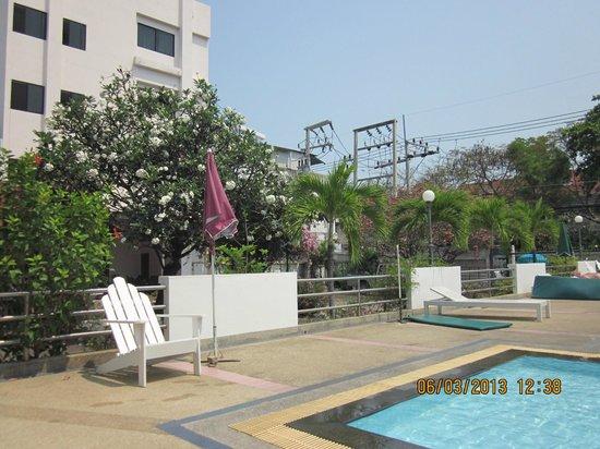 Puangpen Villa Hotel : NICE CLEAN POOL