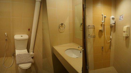 Costa Sands Resort - Downtown East: Toilet