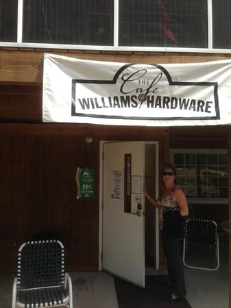 Cafe at Williams Hardware: The entrance!