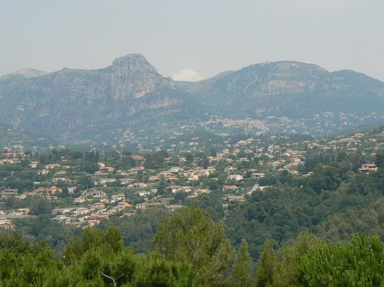 The Frogs' House : Looking back to Saint Jeannet from St Paul de Vence