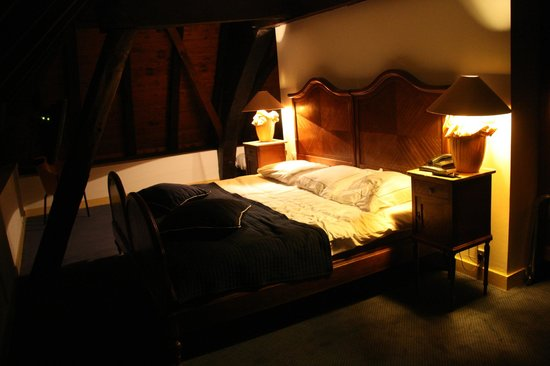 Hampshire Hotel - 's Gravenhof Zutphen: The bed in our suite