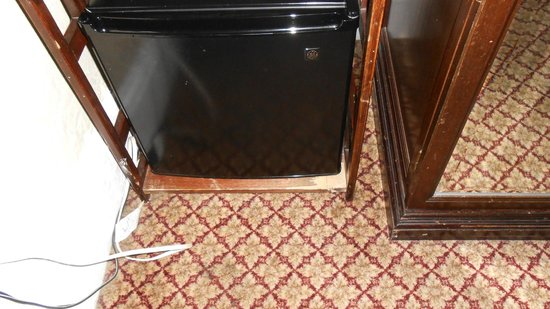 Boston Hotel Buckminster: Scratched/worn furniture
