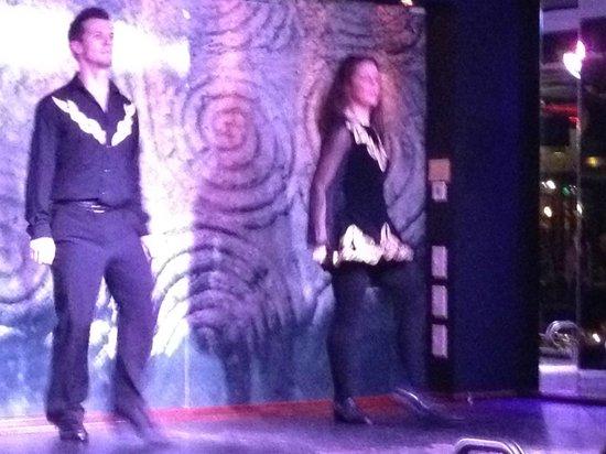 Arlington Hotel Temple Bar: Two of the four Irish step dancers