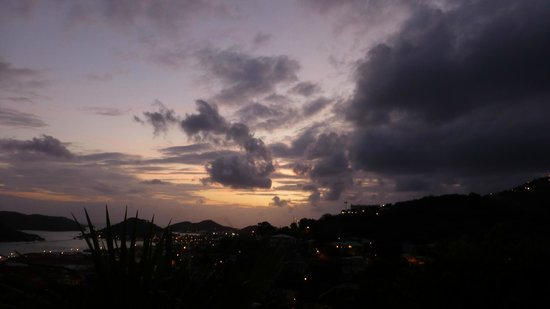 The Green Iguana Hotel: View from balcony at sunset