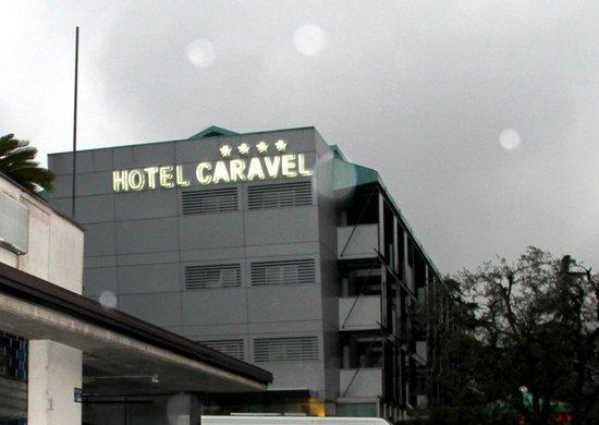 Hotel Caravel: Hotel am Abend