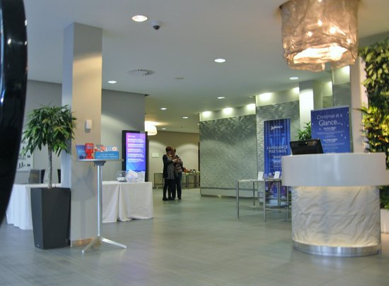 Radisson Blu Hotel, East Midlands Airport: Foyer