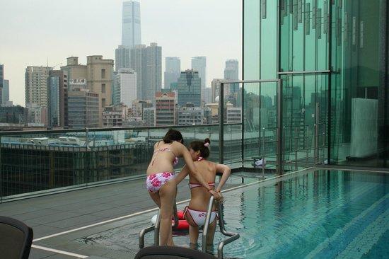 Hotel ICON: la piscina al piano 9