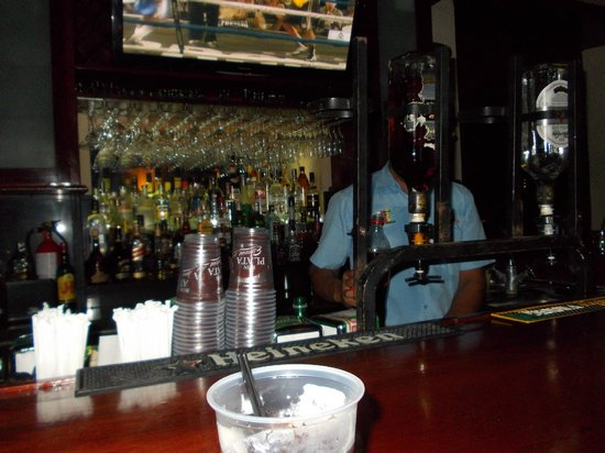 Hotel El Club: bancone del pub