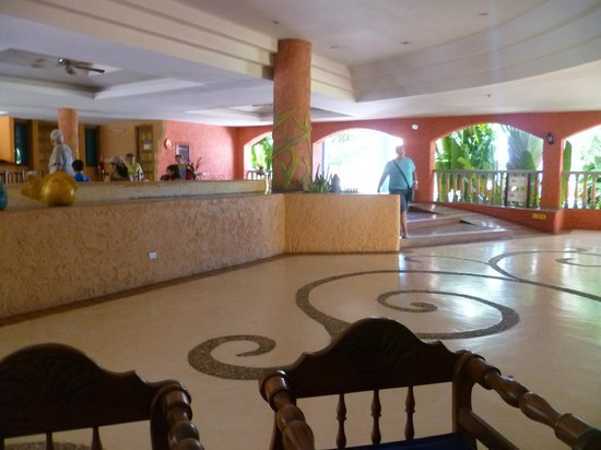 Costa Caribe Beach Hotel & Resort: Lobby