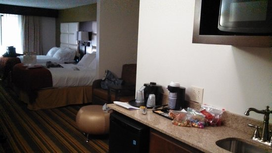 Holiday Inn Express & Suites Huntsville Airport: Very Spacious