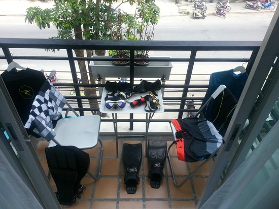 Aonang Haven Guesthouse.Massage.Tea & Gallery: Balcony, with our dive gear drying out.