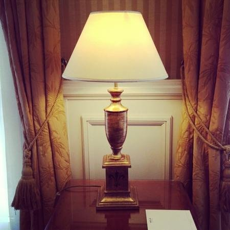 Melia Colbert - Paris: lamp at the reception