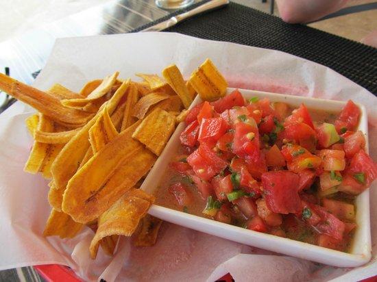 Straw Hat Restaurant: Plantain Chips/Salsa