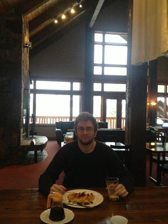 Alpine Lodge Fernie : Breakfast time!