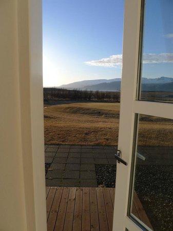 Icelandair Hotel Hamar: Blick auf die Terrasse von Zimmer 108