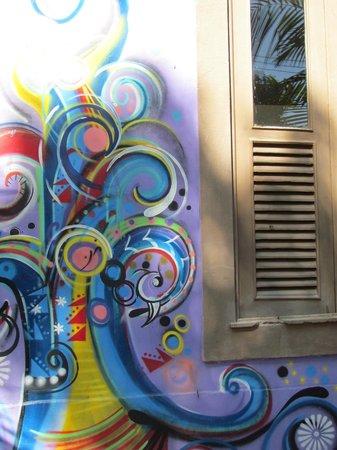 Casa Cool Beans B&B : kunst naast je kamerraam