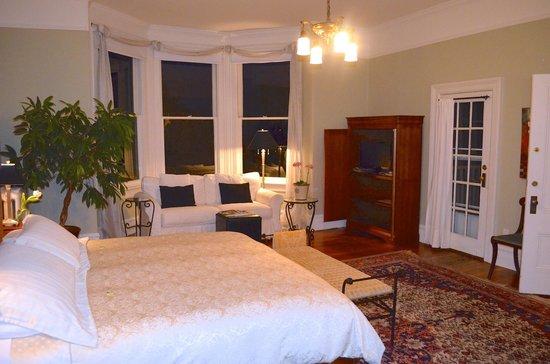 Fairholme Manor: Rose Garden Suite