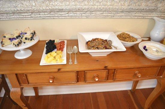 Fairholme Manor: Typical breakfast display