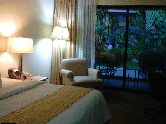 Holiday Inn Guadalajara Expo: Vista al exterior de la habitacion