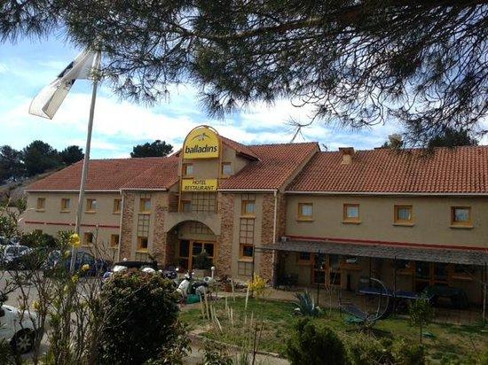 La Villa Martégale : Extérieur au pied de la pinède