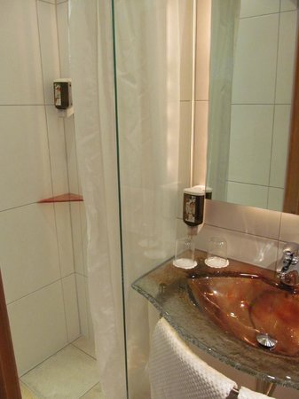 Hotel Obermaier: Bathroom with shower