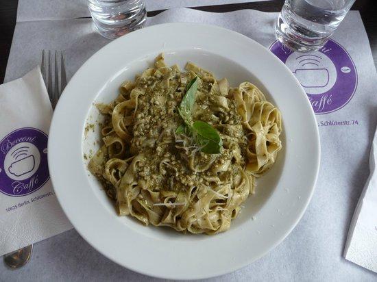 Ristorante Caffe Bocconi: tallarines al pesto