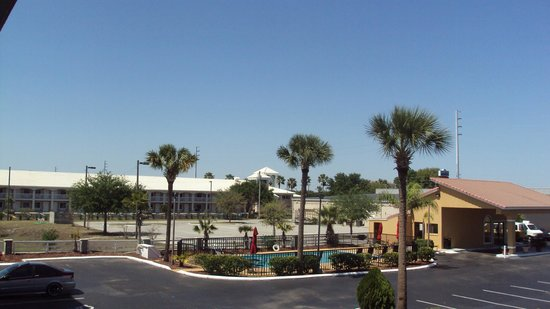 Days Inn Clermont Theme Park West: what a beautiful weather..