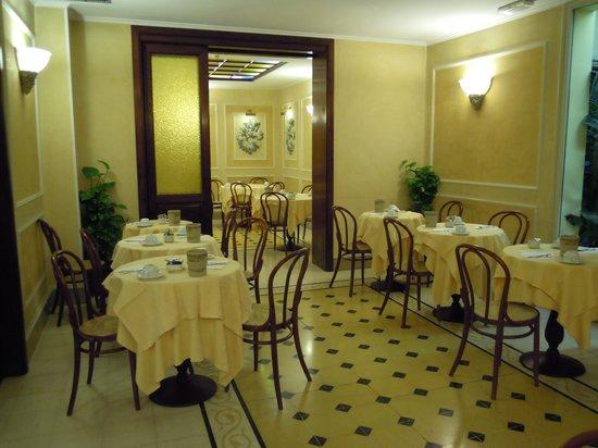 Hotel Corona D'Italia: Speisesaal