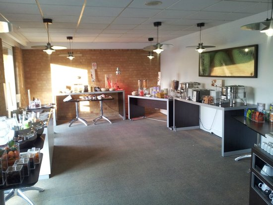 Novotel Valenciennes : Breakfast area