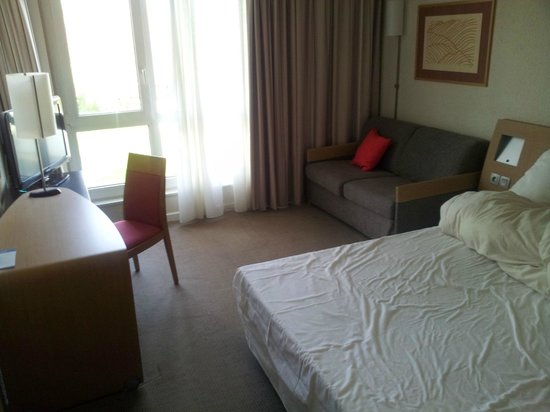 Novotel Valenciennes : Room