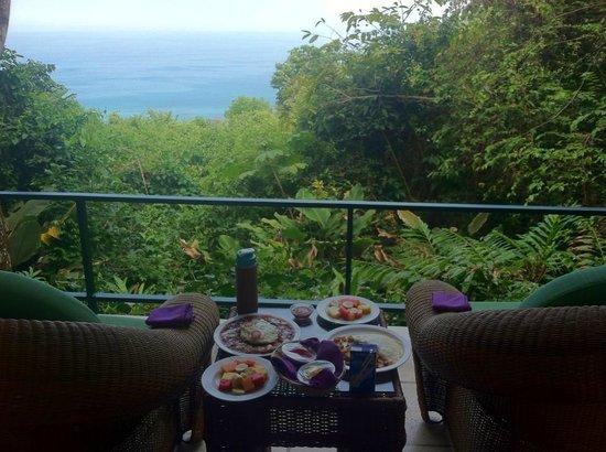 Makanda by the Sea : Breakfast on the Balcony!