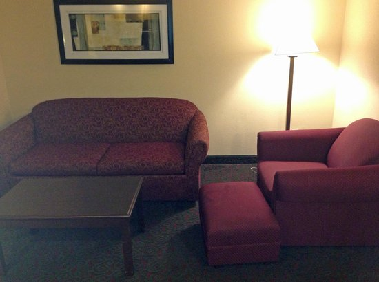 Quality Inn & Suites: couch and chair
