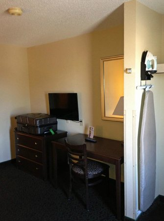 Quality Inn & Suites: new tv and iron