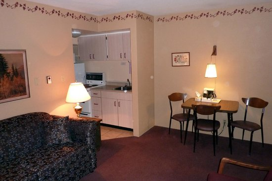 Robin Hood Motel: 1 bedroom suite with kitchen