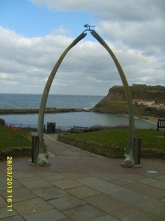 Sherwood Glen Guest House: Whale jaw bones Whitby