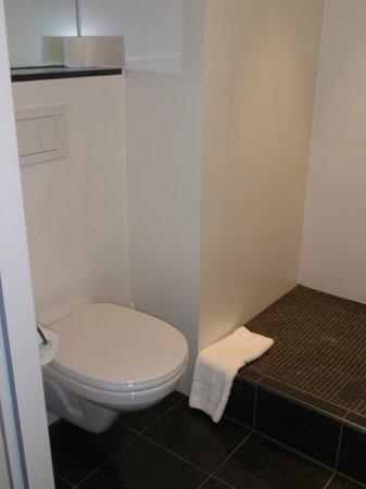 Motel One Wien Westbahnhof: Toilette