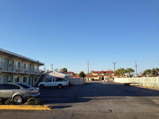 Motel 6 Destin: motel rear