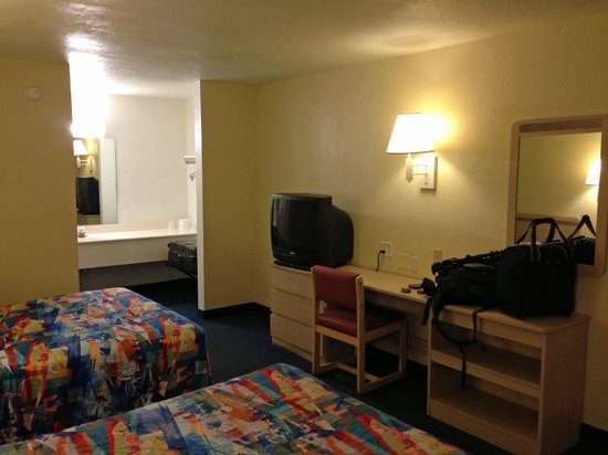 Motel 6 Destin : room overview 1