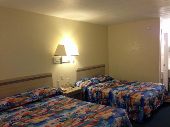 Motel 6 Destin: beds